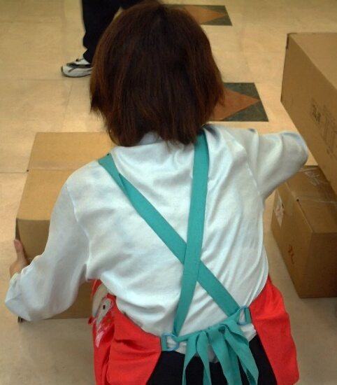 店員 ナース OL 働く女性 透けブラ エロ画像【6】