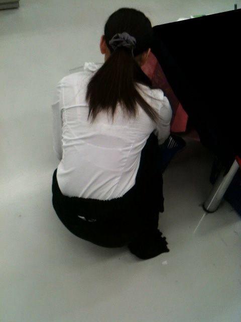 店員 ナース OL 働く女性 透けブラ エロ画像【8】