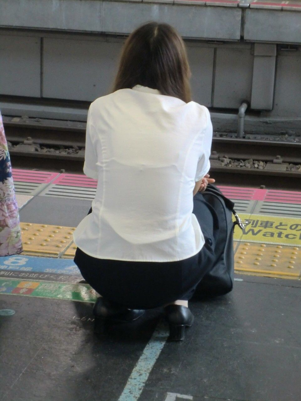 店員 ナース OL 働く女性 透けブラ エロ画像【18】