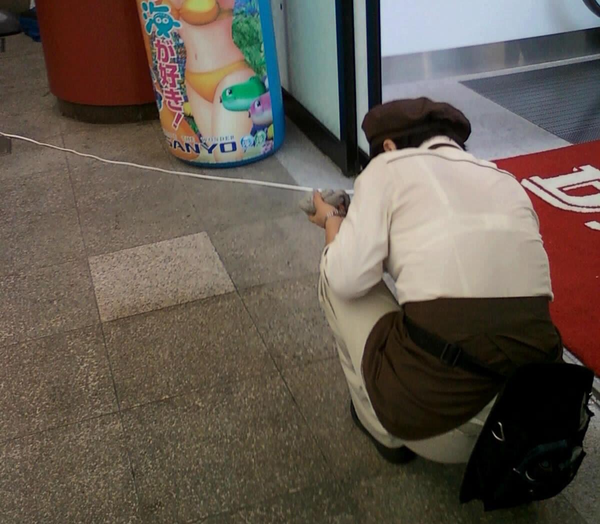 店員 ナース OL 働く女性 透けブラ エロ画像【26】