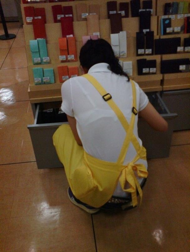 店員 ナース OL 働く女性 透けブラ エロ画像【28】