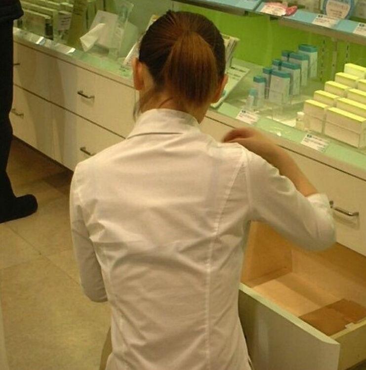 店員 ナース OL 働く女性 透けブラ エロ画像【30】