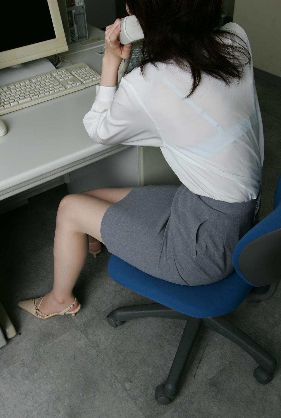 店員 ナース OL 働く女性 透けブラ エロ画像【32】