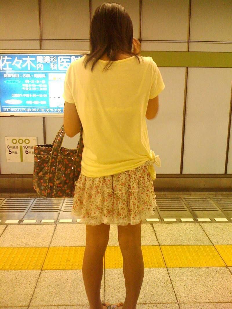 電車内 駅構内 透けブラ 下着 エロ画像【4】