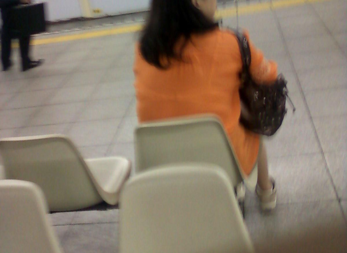 電車内 駅構内 透けブラ 下着 エロ画像【11】