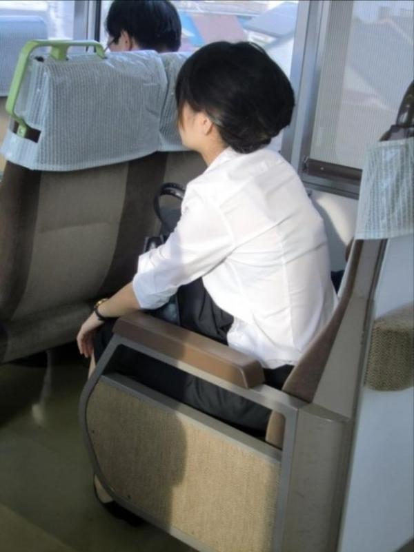 電車内 駅構内 透けブラ 下着 エロ画像【18】