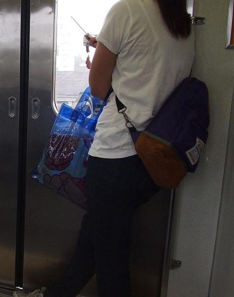 電車内 駅構内 透けブラ 下着 エロ画像【39】