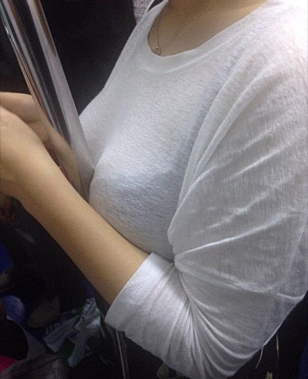 電車内 駅構内 透けブラ 下着 エロ画像【42】