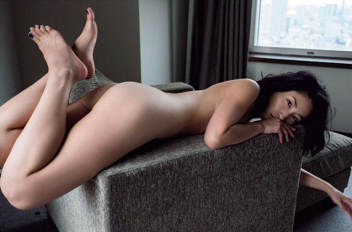 佐藤寛子 (31)ヘアヌードでおっぱいもマン毛も丸見え…シングルマザーの生々しい裸体がなんともエロいww【エロ画像】