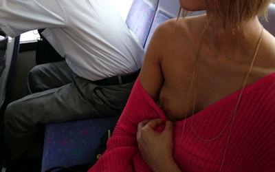 服から乳首や乳輪がはみ出てる着衣チクポロエロ画像 ④