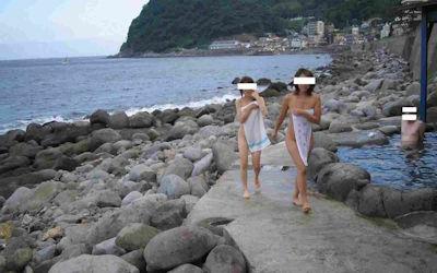 景色が最高な絶景露天風呂温泉のエロ画像 ④