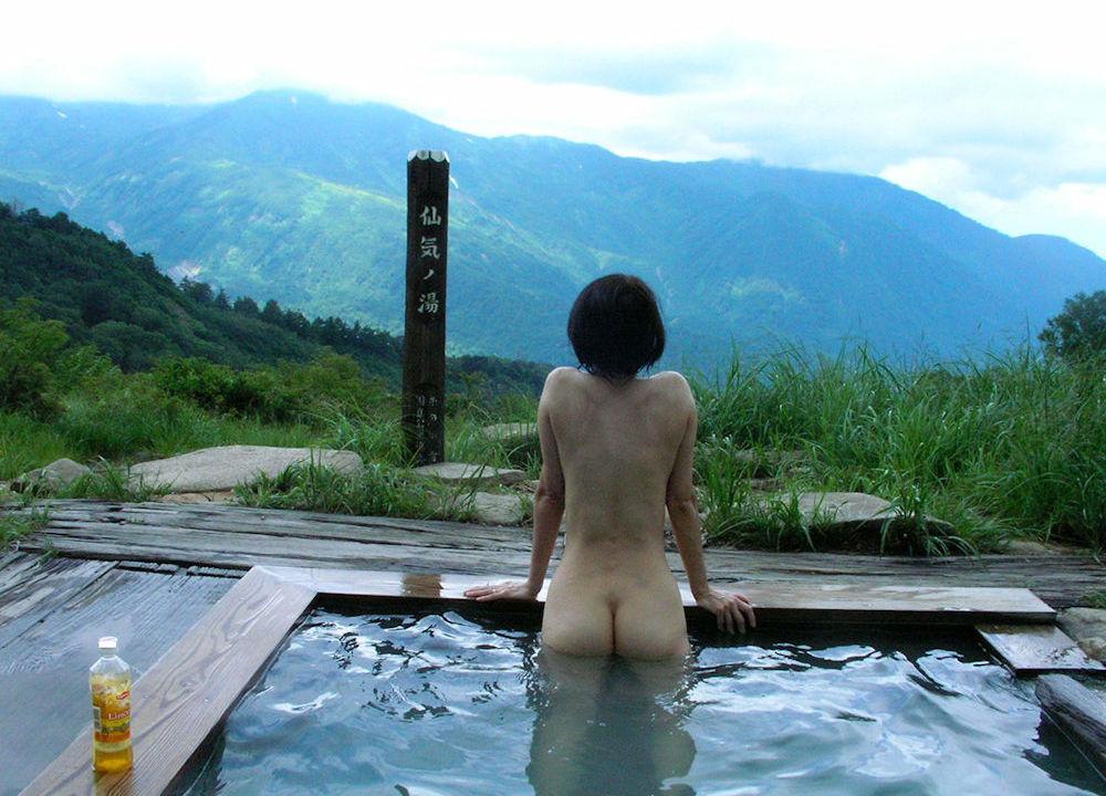 景色が最高な絶景露天風呂温泉のエロ画像