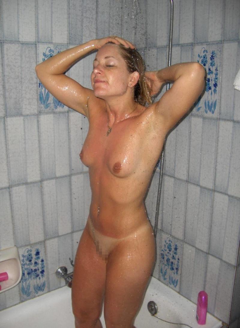 お風呂 頭 洗う 外国人 セクシー 洗髪 エロ画像【10】