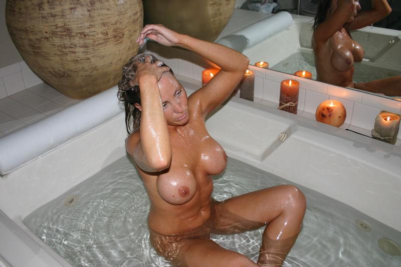 お風呂 頭 洗う 外国人 セクシー 洗髪 エロ画像【11】