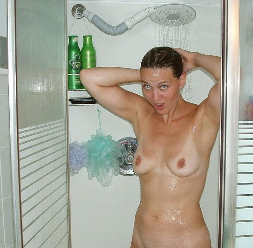 お風呂 頭 洗う 外国人 セクシー 洗髪 エロ画像【13】