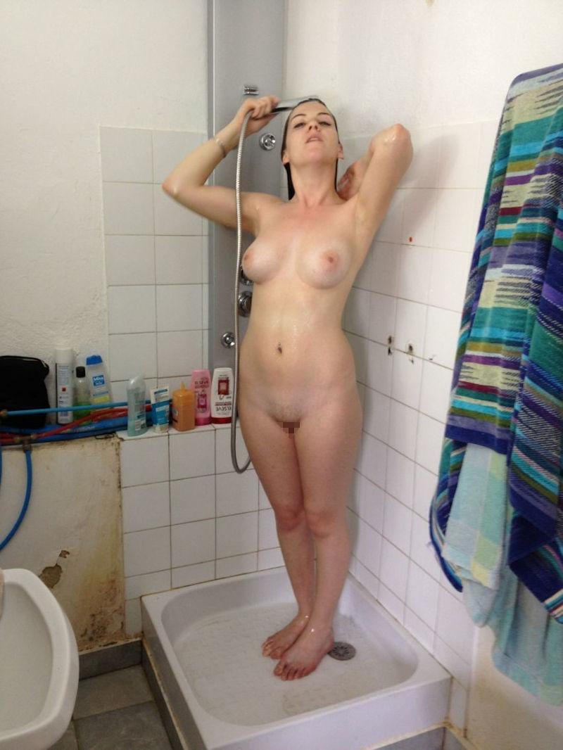 お風呂 頭 洗う 外国人 セクシー 洗髪 エロ画像【20】