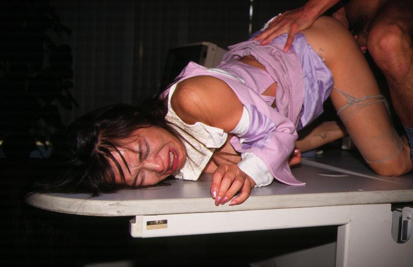 服 下着 破る 着衣 ビリビリ ボロボロ エロ画像【11】