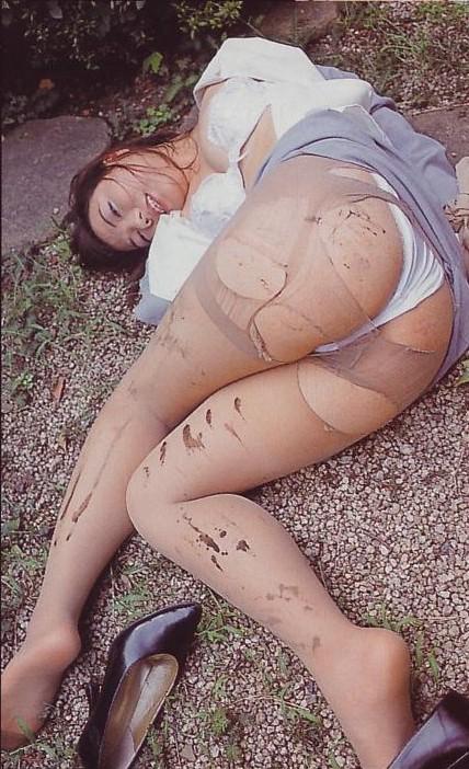 服 下着 破る 着衣 ビリビリ ボロボロ エロ画像【13】