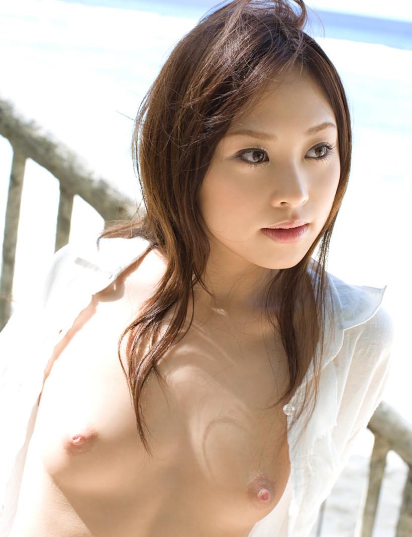 白シャツ ポロリ はだける おっぱい エロ画像【13】