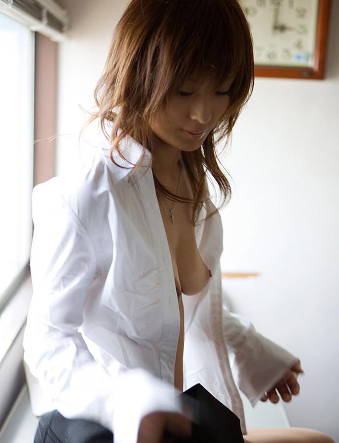 白シャツ ポロリ はだける おっぱい エロ画像【23】