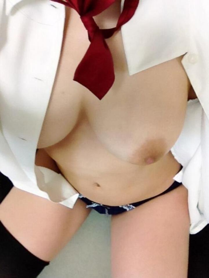 白シャツ ポロリ はだける おっぱい エロ画像【30】