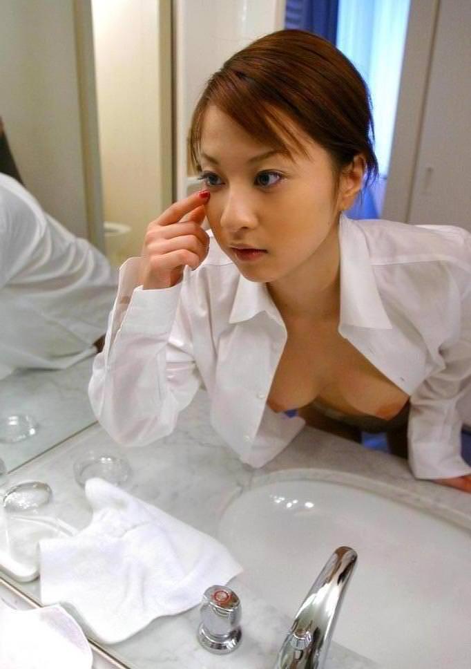 白シャツ ポロリ はだける おっぱい エロ画像【35】