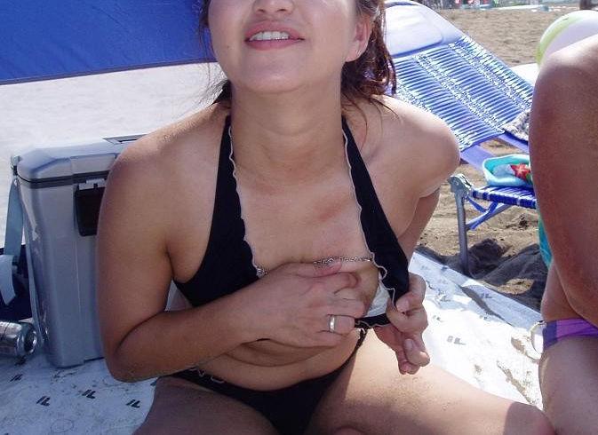 片乳 ポロリ おっぱい 揉む エロ画像【25】