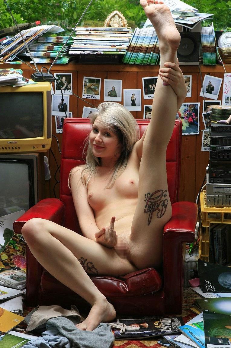 裸 ファックユー 外国人 下品 ヌード エロ画像【7】