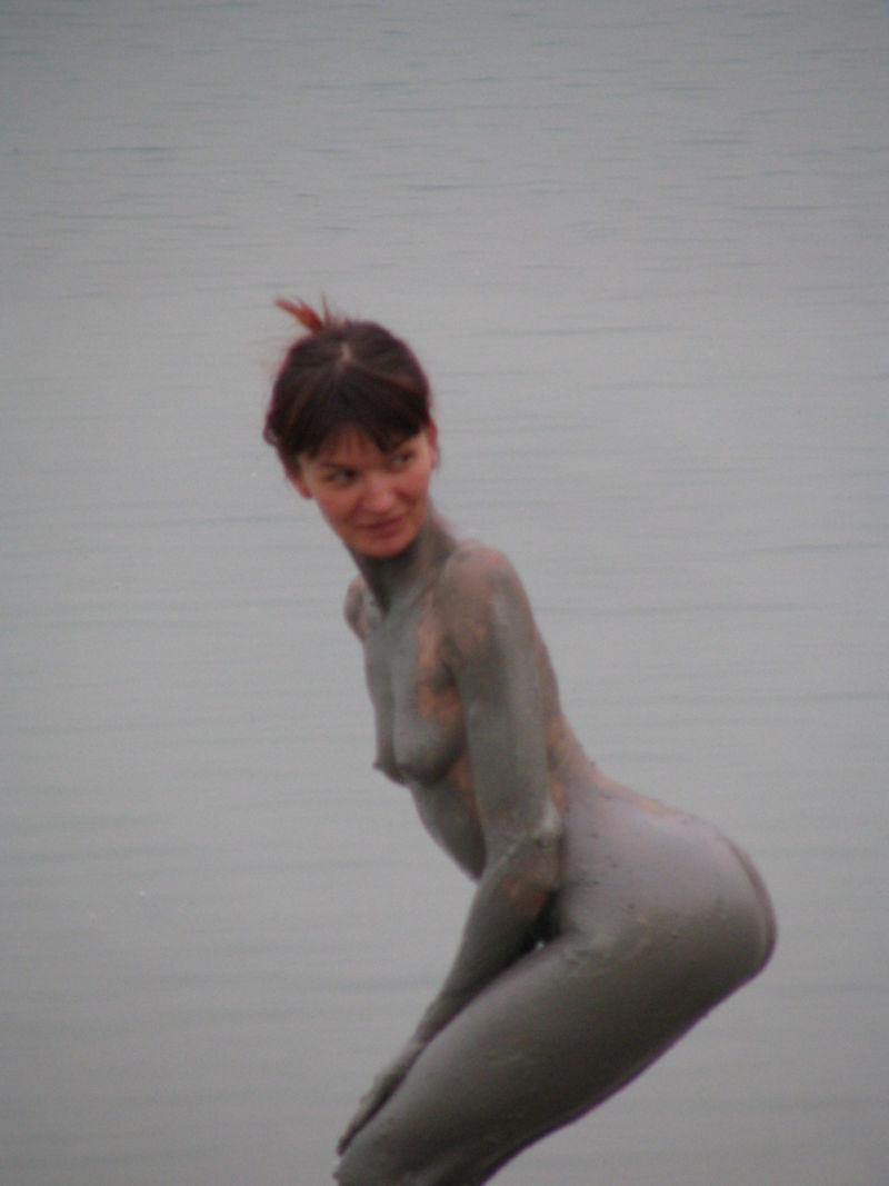 全身 泥まみれ 外国人 マッド エロ画像【6】