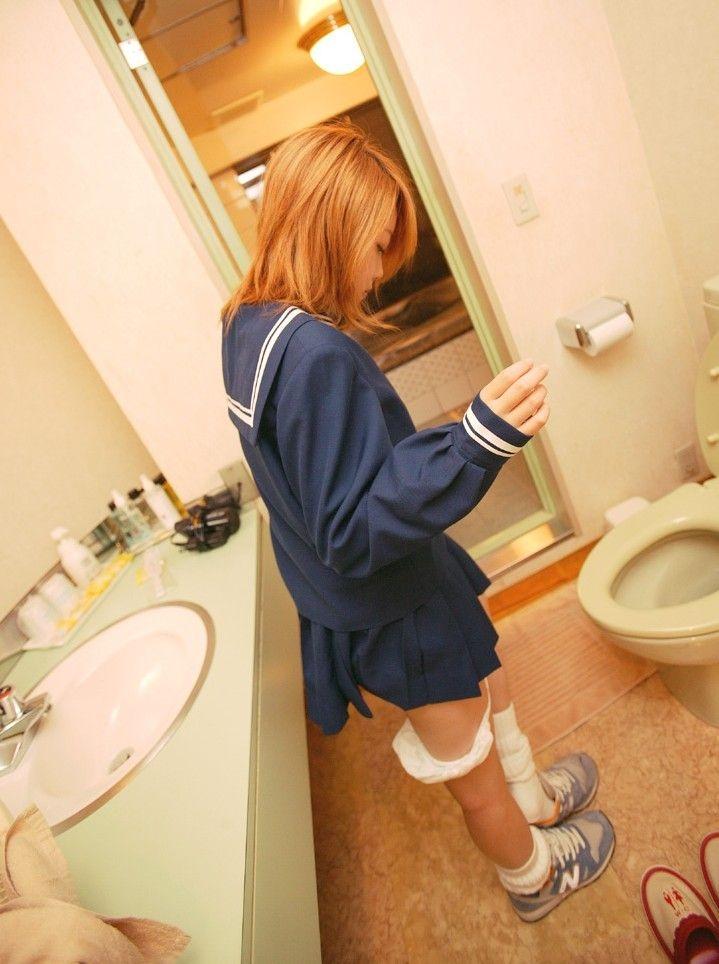 スカート はいたまま パンツ 下ろす エロ画像【7】