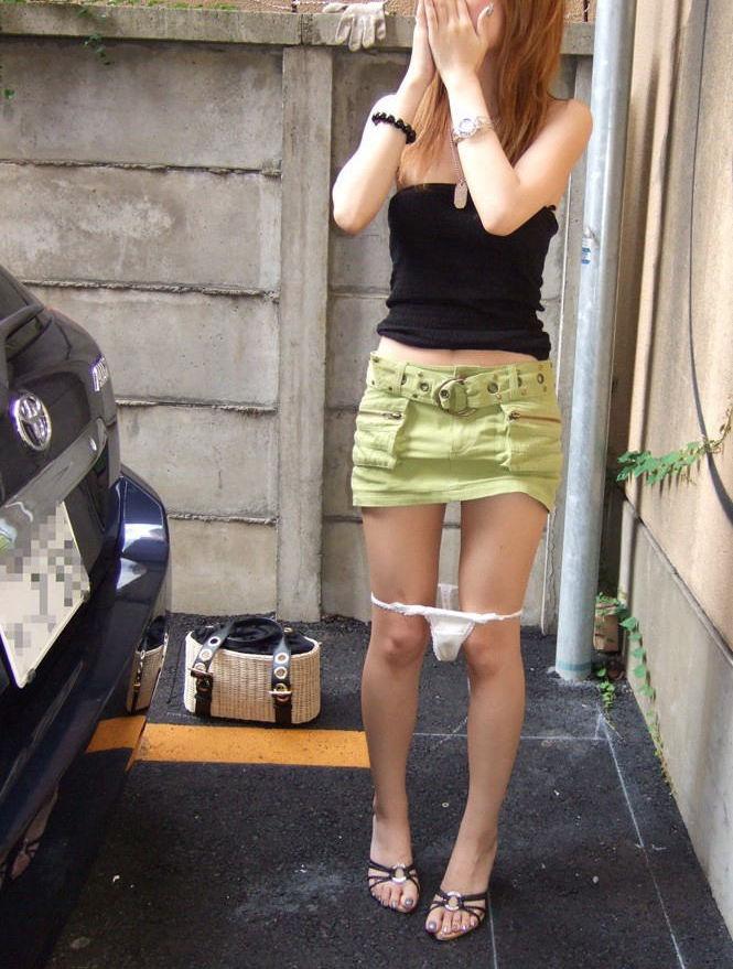 スカート はいたまま パンツ 下ろす エロ画像【30】
