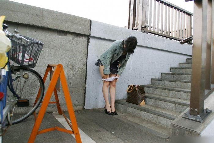 スカート はいたまま パンツ 下ろす エロ画像【32】