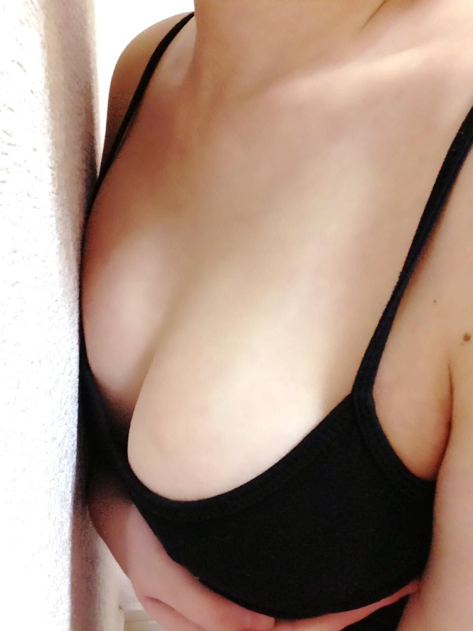 キャミ ボイン 巨乳 キャミソール エロ画像【22】