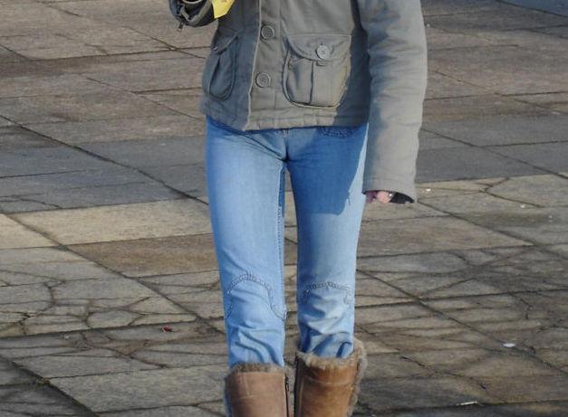 デニムがマンコに食い込むマンスジジーンズのエロ画像