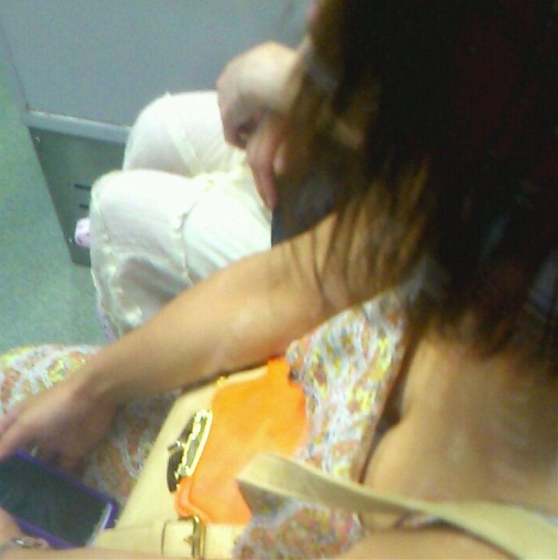 電車内 胸チラ エロ画像【61】
