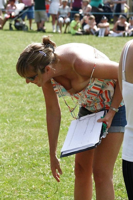 ガバガバ 外国人 胸チラ エロ画像【49】