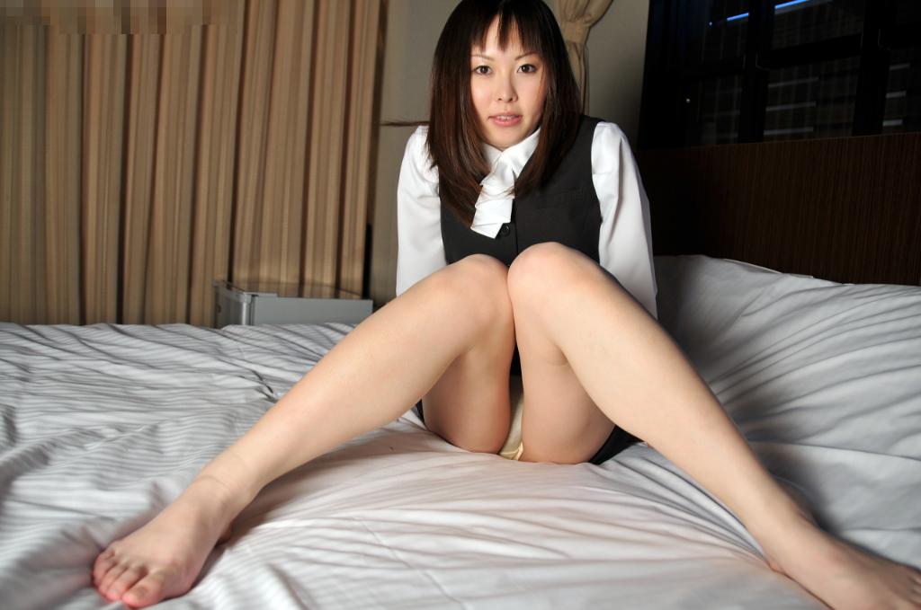 OL ホテル ベッドイン セックス直前 エロ画像【3】