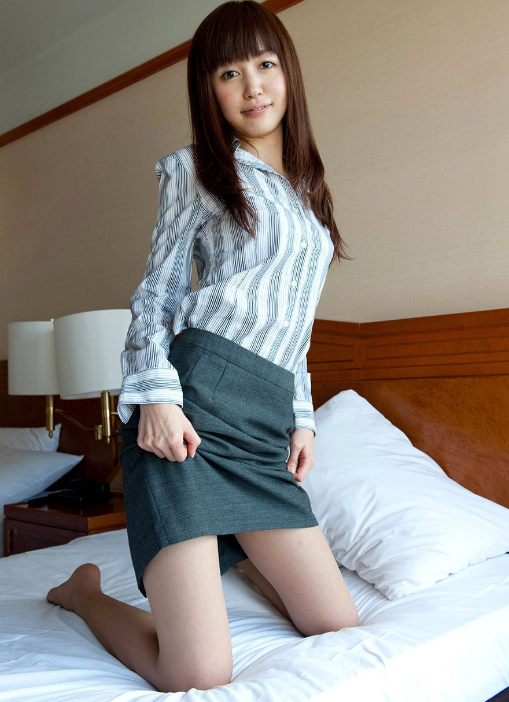 OL ホテル ベッドイン セックス直前 エロ画像【5】