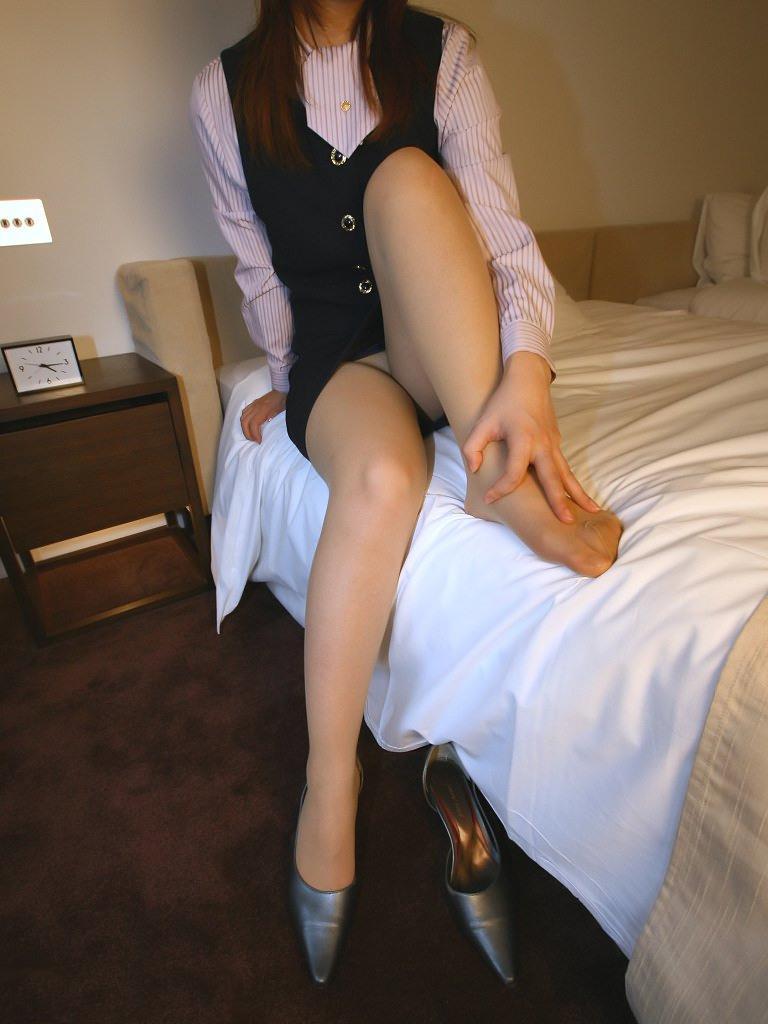 OL ホテル ベッドイン セックス直前 エロ画像【12】