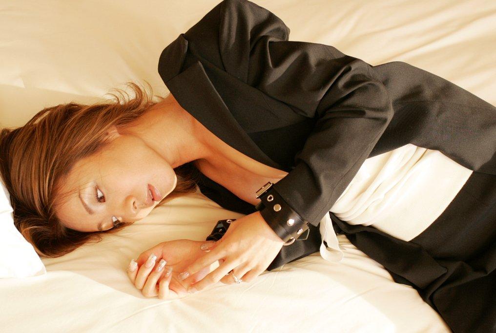 OL ホテル ベッドイン セックス直前 エロ画像【30】