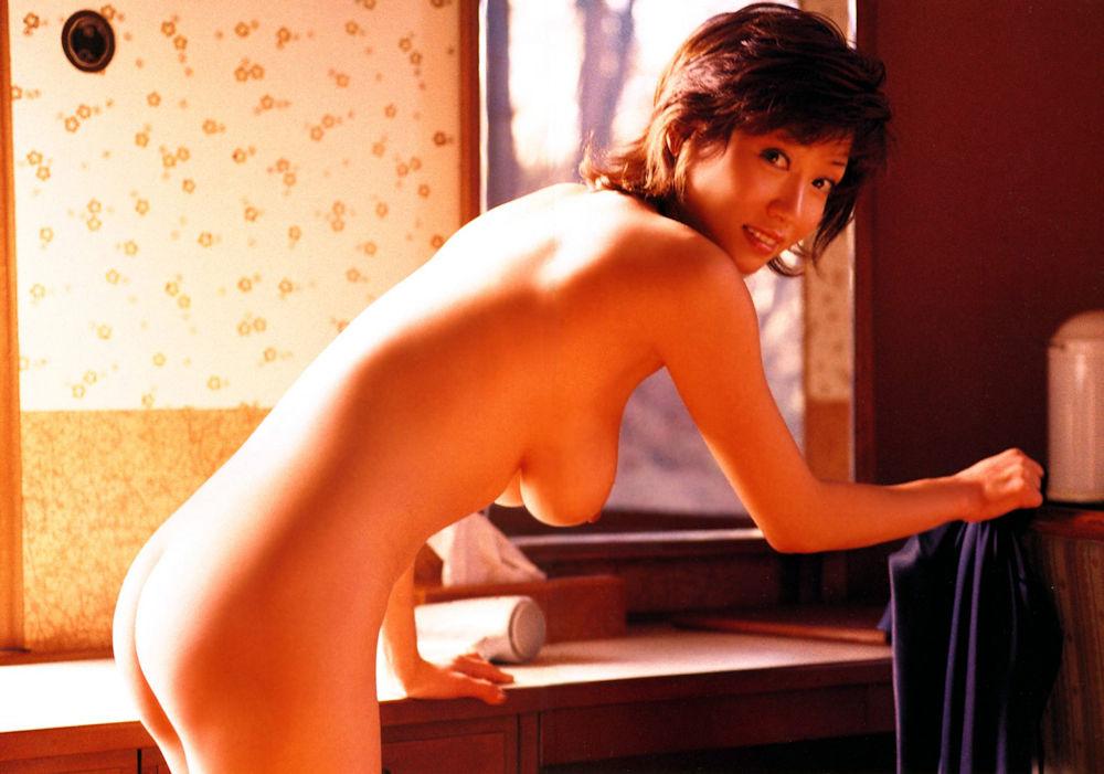 全裸になった熟女芸能人!有名なおばさんのヌード画像