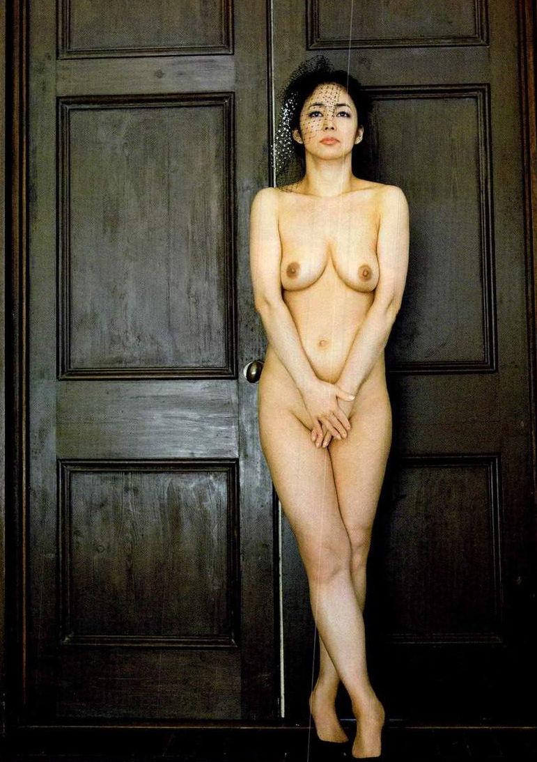中島知子 全裸 熟女 芸能人 おばさん ヌード エロ画像【39】