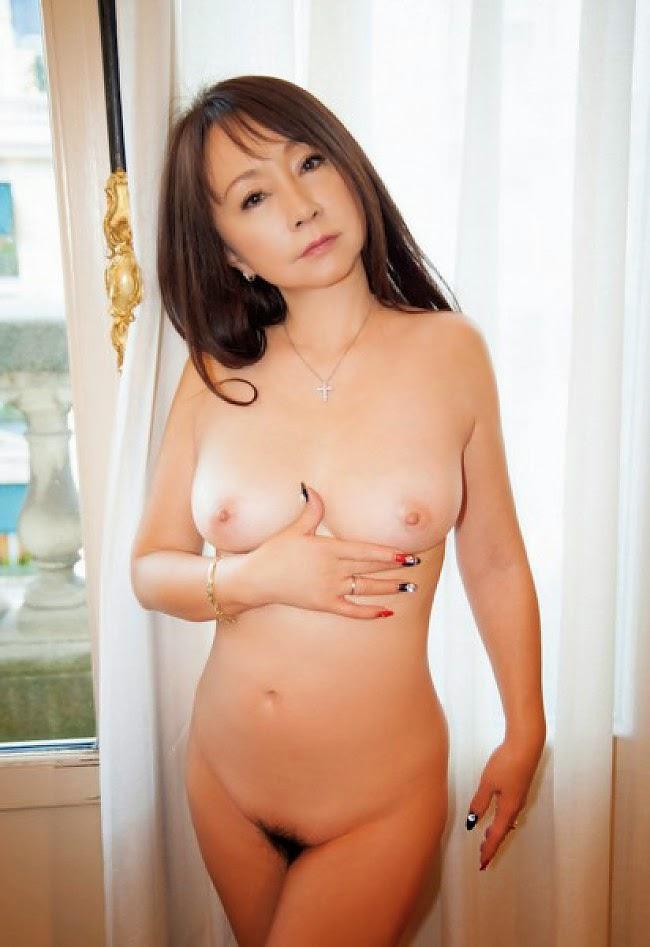安達有里 全裸 熟女 芸能人 おばさん ヌード エロ画像【41】