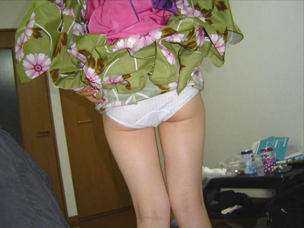 振袖 着物 裾 たくし上げ 和服 パンチラ エロ画像【3】