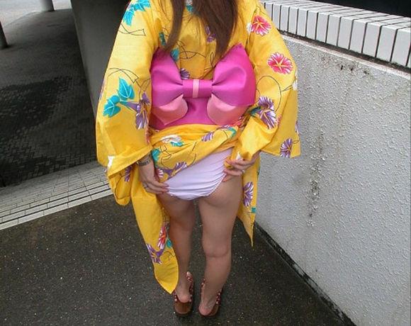 振袖 着物 裾 たくし上げ 和服 パンチラ エロ画像【26】