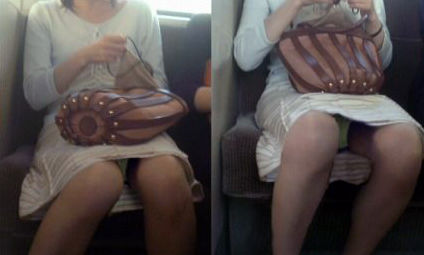 電車内 パンチラ 対面 エロ画像【34】