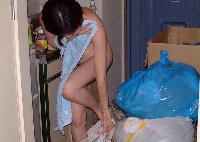 家 玄関 露出 全裸 風呂上り エロ画像【7】