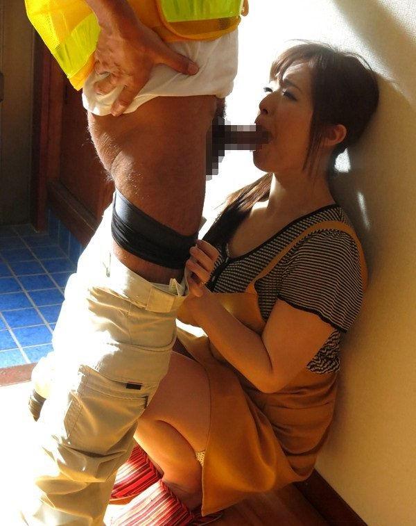 家 玄関 フェラ エロ画像【18】
