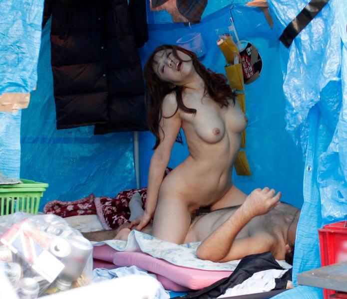 ホームレス セックス フェラ 露出 エロ画像【6】