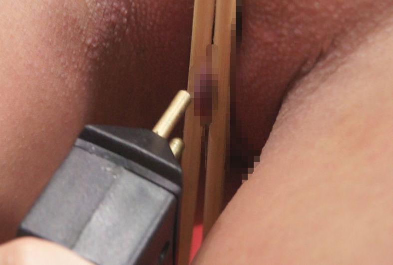 箸 まんこ 乳首 挟む つまむ エロ画像【10】